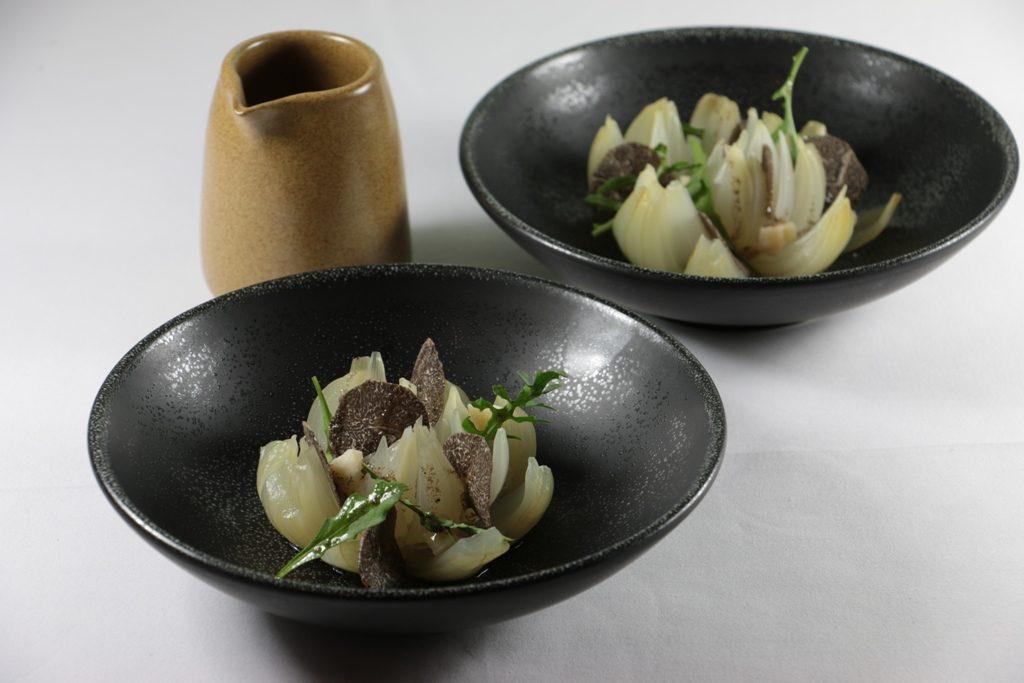 Cebolla dulce con parmesano,piñón y trufa.